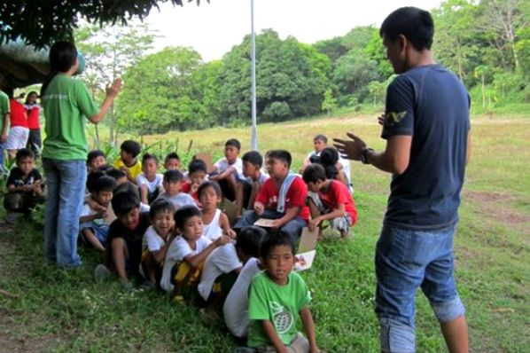 Bel (right) teaching the children of GreenEarth Heritage Foundation in San Miguel, Bulacan