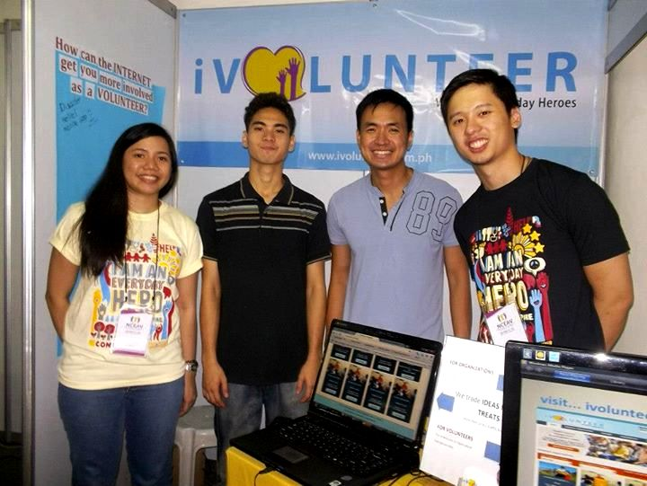 Bel (2nd from right) with the second generation of iVolunteer Philippines, participating at a volunteer fair